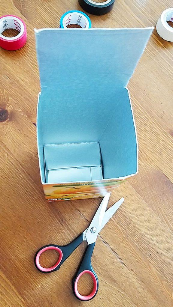 Bastelanleitung Tetrapackportmonee: Deckelseite schneiden