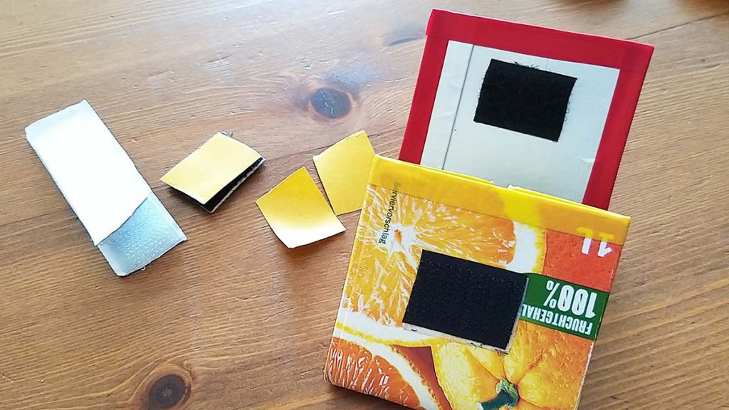 Bastelanleitung Tetrapackportmonee: Klettverschluss aufkleben