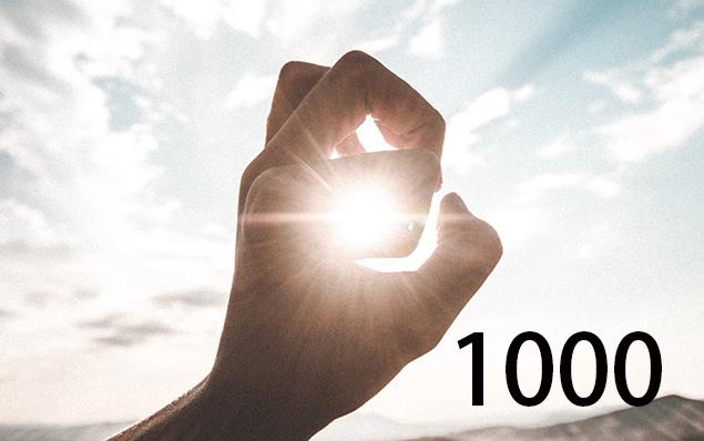 Sonne scheint durch Finger