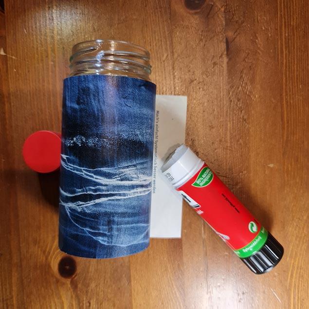 Arbeitsanleitung Blumentopf aus Papier: Streifenende festleimen