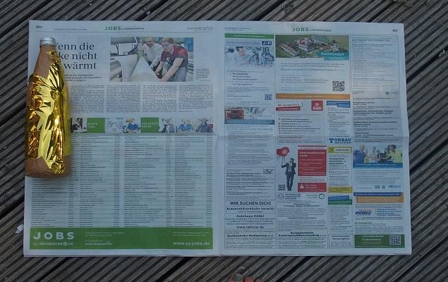 """Forscheraufgabe """"Wärmefalle"""": Flasche in Zeitungspapier wickeln"""
