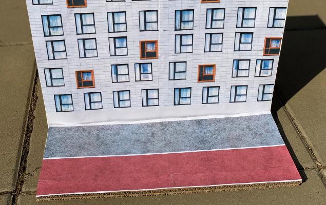 Pappmodell Haus und Gehweg