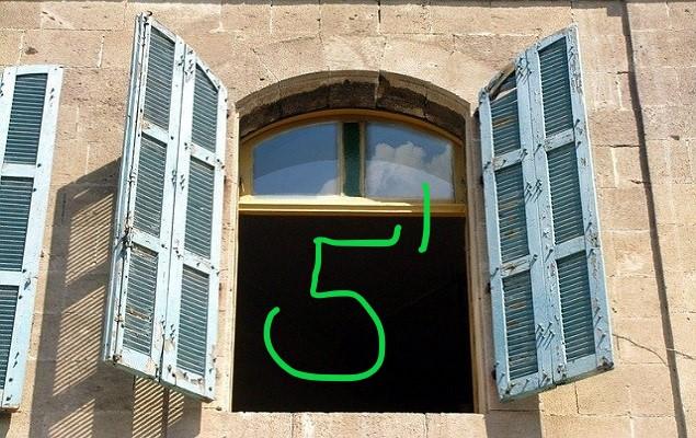 Fenster mit Zahl 5